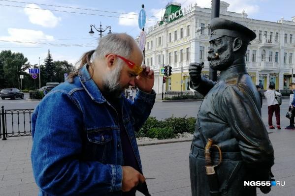 Скульптор Дмитрий Яковенко вернул рукоять сабли на место