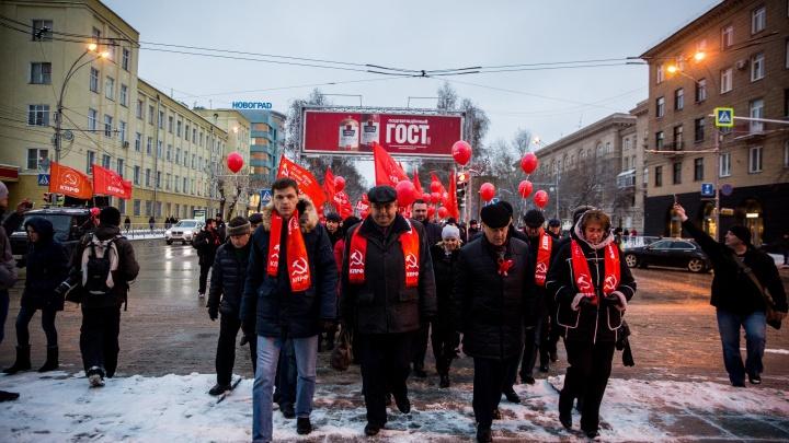 Марш лицом назад: как в Новосибирске отмечали 100-летие революции