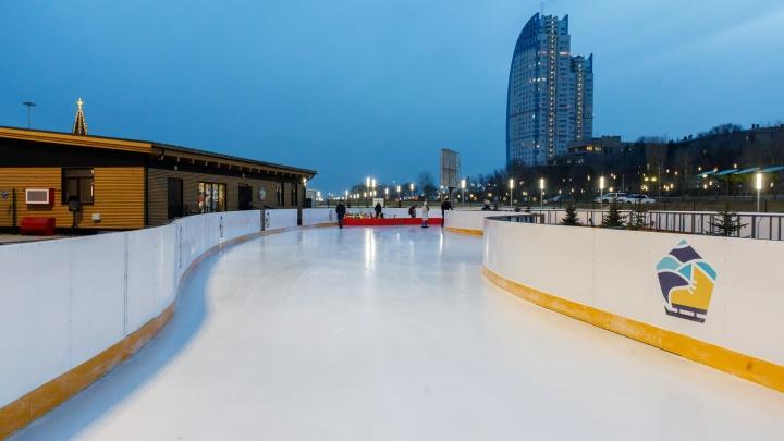 Дед Мороз на лошади и футболисты на коньках: в Волгограде откроют главную елку в пойме Царицы