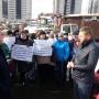 Было горячо: челябинские дольщики вышли на пикет из-за отказа подать тепло к новостройке