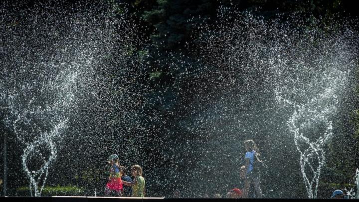 В Челябинске поющий фонтан затопил площадь Революции