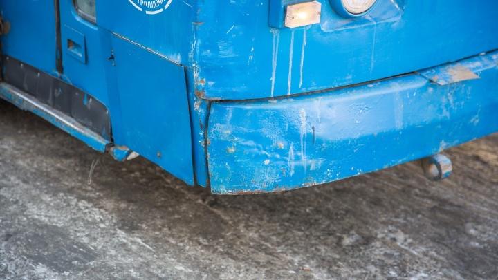 Оборвавшиеся провода остановили троллейбусы на площади Кирова