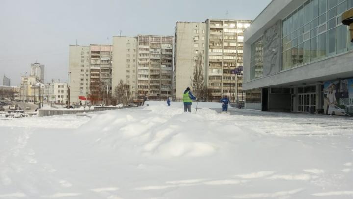 В мэрии рассказали, когда очистят дороги и улицы Екатеринбурга от снега