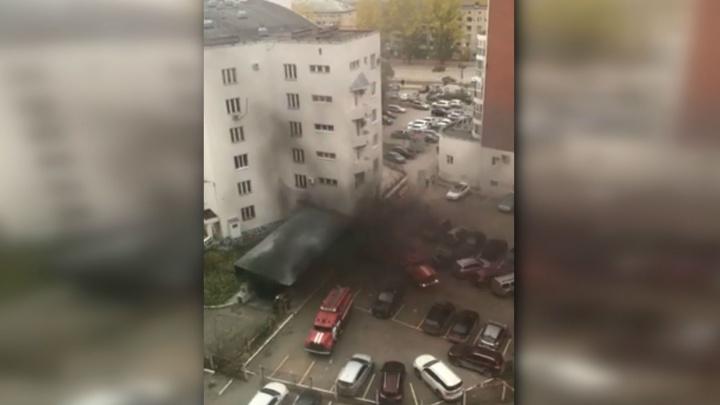 Пермяков испугал дым в Индустриальном. Жители решили, что горит здание районной администрации
