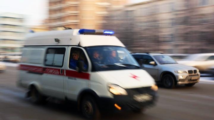 Иномарка сбила ребенка на самокате в Ленинском районе: мальчика увезли на скорой