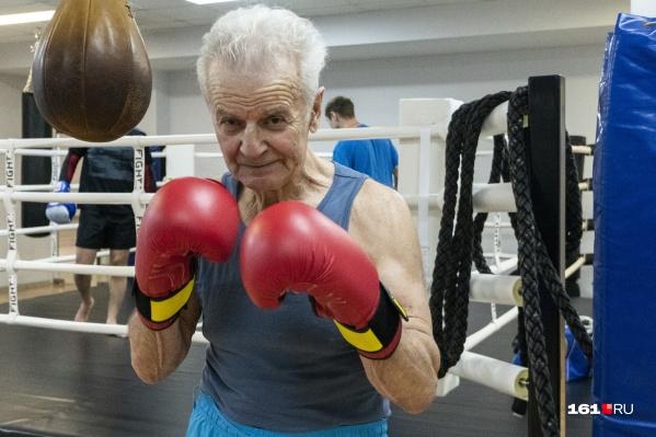 Василий Маковский занялся тайским боксом в 77 лет, и уже четыре года это его главное увлечение в жизни