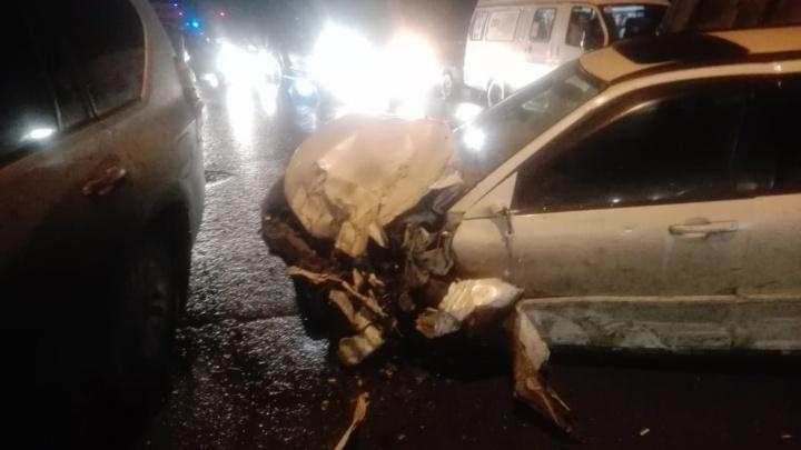 Авария с шестью автомобилями на «тёщином языке»: три улицы встали в пробку