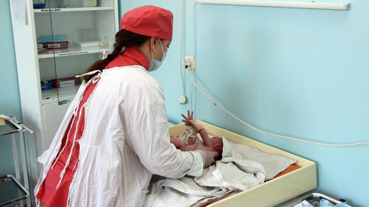 Омичка родила ребёнка в туалете и оставила его умирать