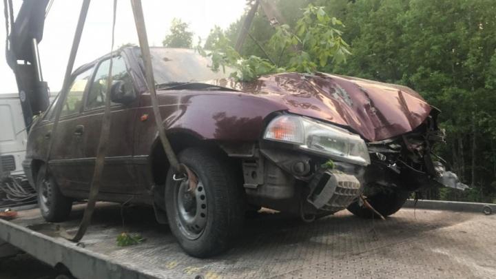В Няндомском районе пьяный водитель «Дэу-Нексии» улетел с дороги