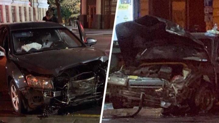 Мчался на красный: в центре Ростова столкнулись две легковушки
