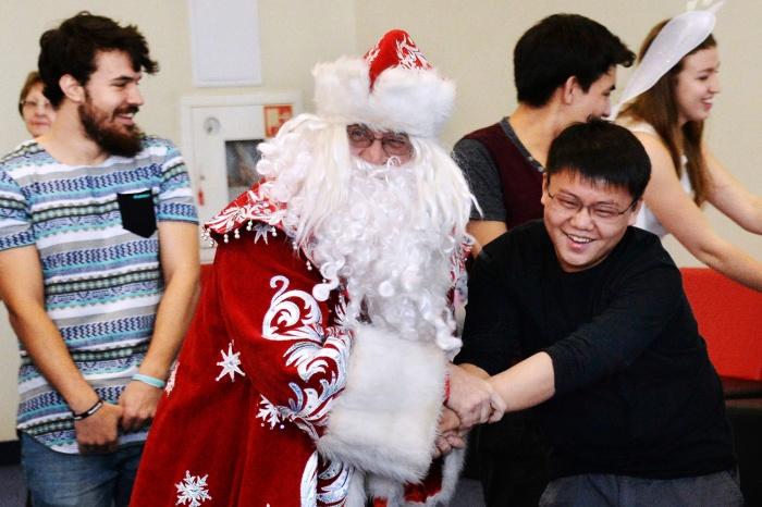 Правительство и мэрия уверяют, что не потратят на новогодние вечера для служащих ни рубля из бюджета