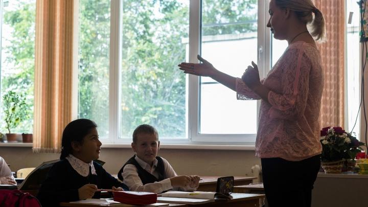 Два десятка лучших новосибирских учителей получили по 200 тысяч