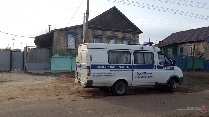«Пытался скрыться в лесу»: 20-летний парень порезал ножом полицейского в Волгоградской области