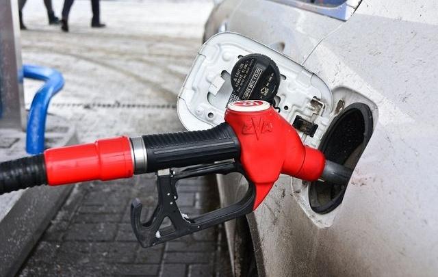 Цены на бензин и дизтопливо в Челябинске за первую неделю весны «оттаяли» почти на рубль