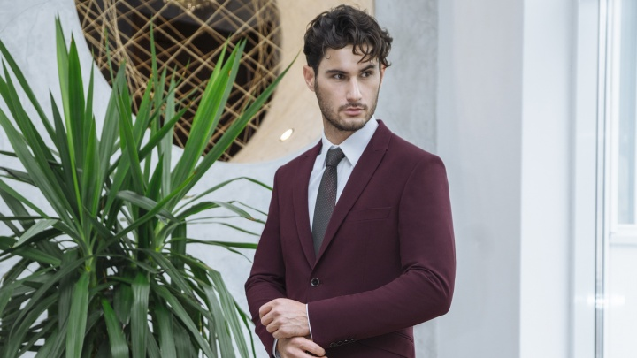 Настоящие джентльмены к 23 февраля покупают мужские костюмы в «Синар» со скидками