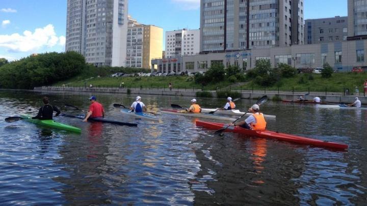 Проплыть от начала до конца: историки и журналисты Е1.RU отправились в сплав по реке Исеть