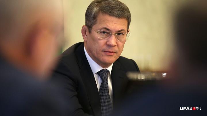 Радий Хабиров пообещал пожать руки чиновникам, если в республике вырастет зарплата