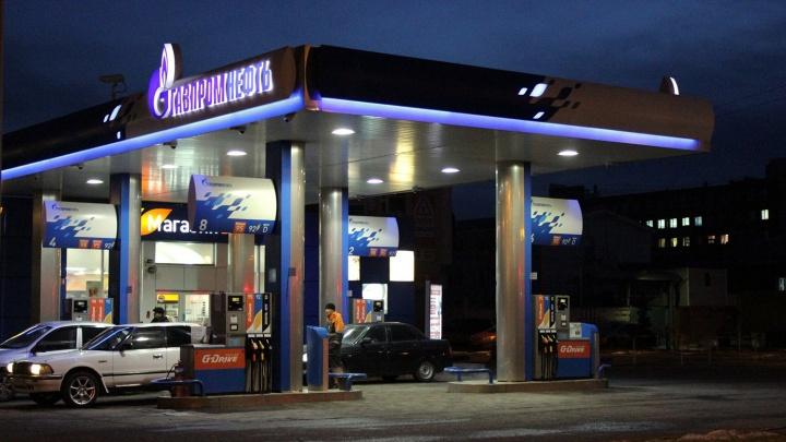 Сети омских АЗС снизили цены на одну из марок бензина
