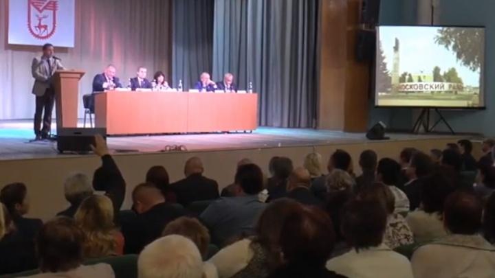 «Мы устали от чиновничьих отписок». Владимир Панов встретился с жителями Московского района