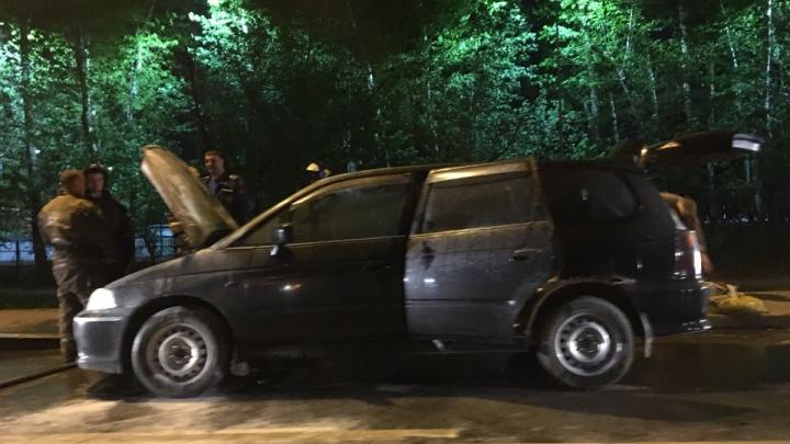 В Зареке посреди дороги на полном ходу вспыхнула Honda