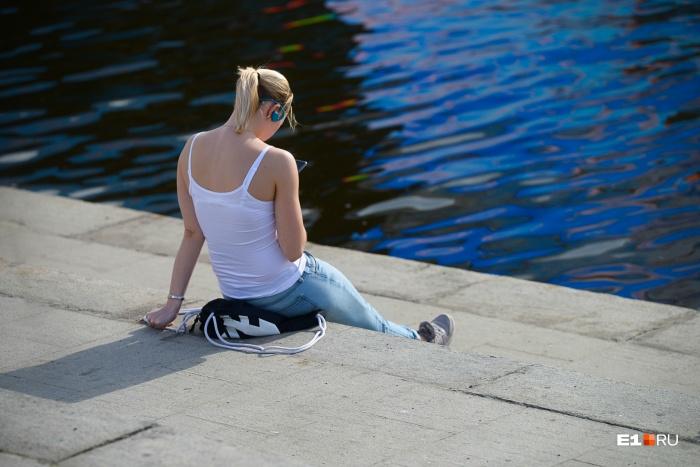 Сидеть у воды — хорошая идея для жаркой погоды