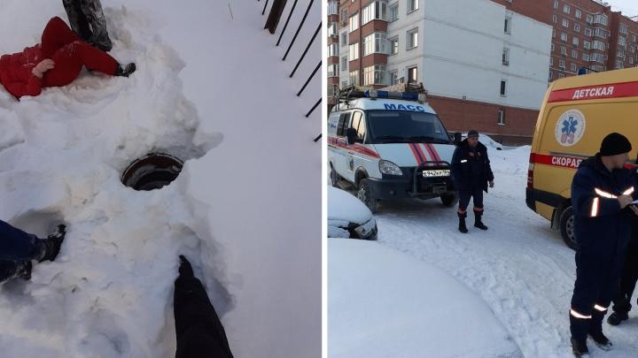 Новосибирские следователи рассказали, какую травму получила провалившаяся в люк девочка