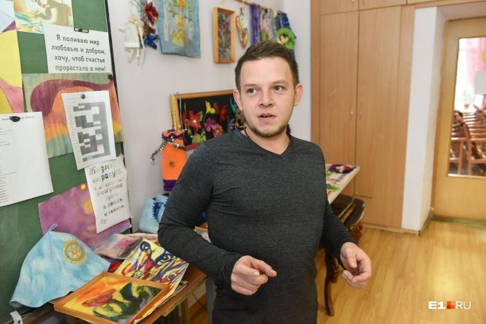 Экскурсию по мастерским для нас провел Олег Федчук