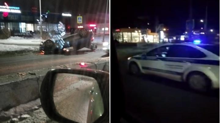 Водитель Mercedes устроил аварию с перевертышем на улице Мельникайте