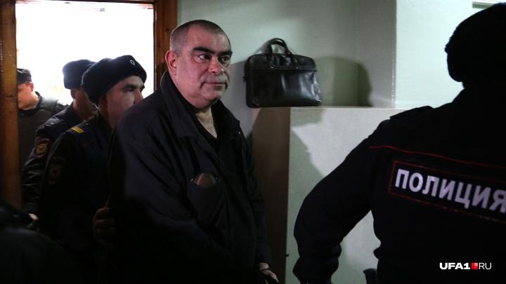 Экс-полицейского Салавата Галиева, обвиняемого в изнасиловании дознавательницы, отпустили домой