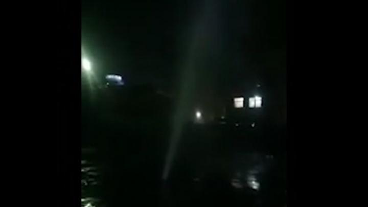«Фонтан выше второго этажа»: в центре Екатеринбурга прорвало трубу с горячей водой