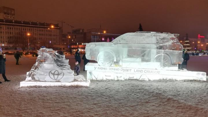 VERRA делает Пермь ярче: на эспланаде появился автомобиль Toyota Land Cruiser 200 изо льда