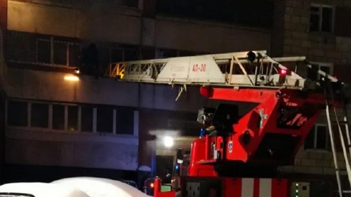 На Вторчермете горела квартира в 14-этажке, один человек погиб