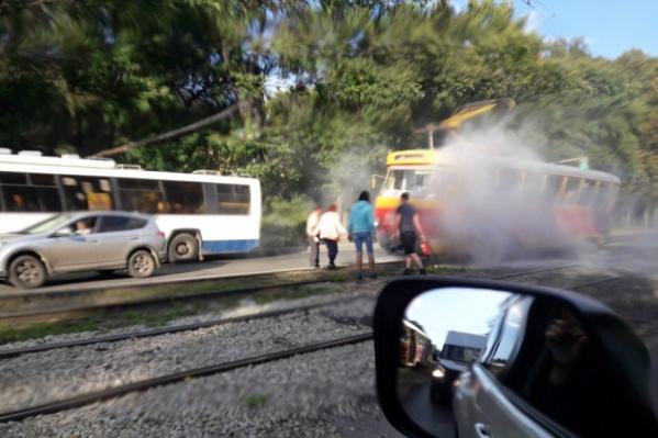 Пассажиры трамвая от дыма не пострадали