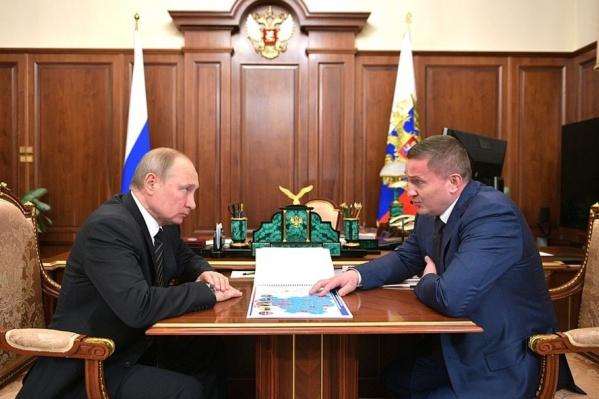 Во время последней встречи с Владимиром Путиным губернатор не стал жаловаться на низкие зарплаты в нарушение распоряжения президента