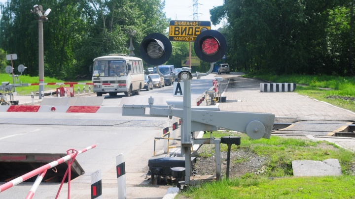 Под Белояркой для автомобилистов на неделю закроют железнодорожный переезд