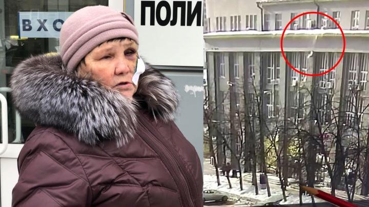 Спустя сутки чиновники показали видео, как на бабушку со здания мэрии падает глыба льда