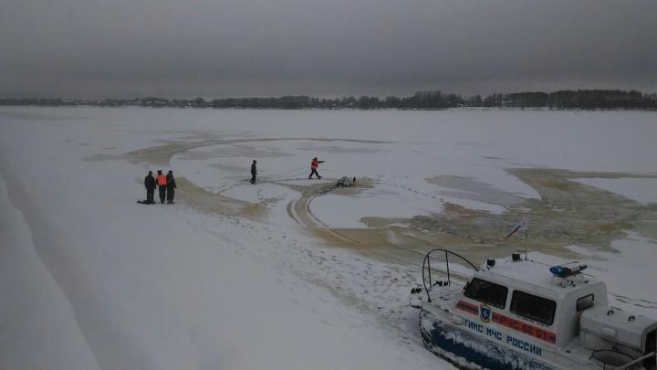 ЧП на Волге: снегоход с людьми провалился под лёд