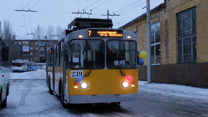 После ремонта на маршруте до ж/д вокзала появился троллейбус с новыми сиденьями