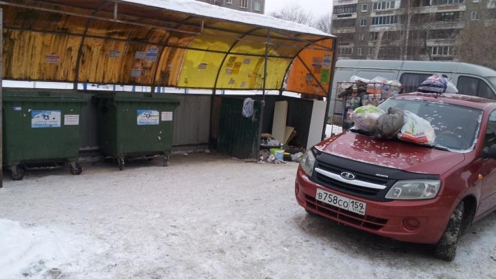 «Я паркуюсь как...»: «мусорная» реформа от автохамов и наглый водитель грузовика на тротуаре