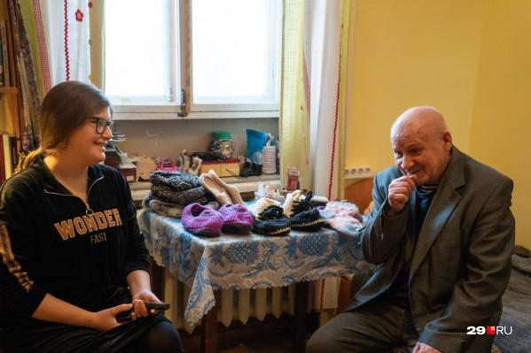Около месяца в квартире Веры живет Виктор. У него есть родственники, но переехать к ним он пока не может