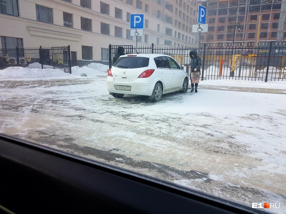«Я паркуюсь как…»: царь снежной горы и сборище тротуарных автохамов