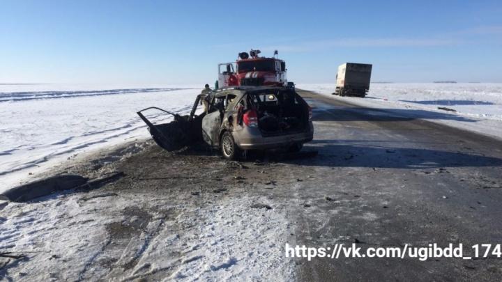 Сгорели за секунды: на Южном Урале иномарка вспыхнула после столкновения с грузовиком