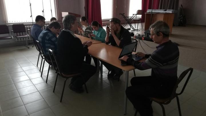 Омские слепые посоревновались в умении пользоваться сенсорным смартфоном