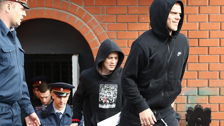 Из колонии — на поле? Футболисты Кокорин и Мамаев вышли на свободу
