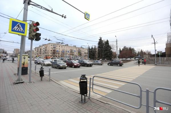 Пешеходный переход в районе «Уральских пельменей» после возвращения на прежнее место соединит между собой две прогулочные зоны в одну