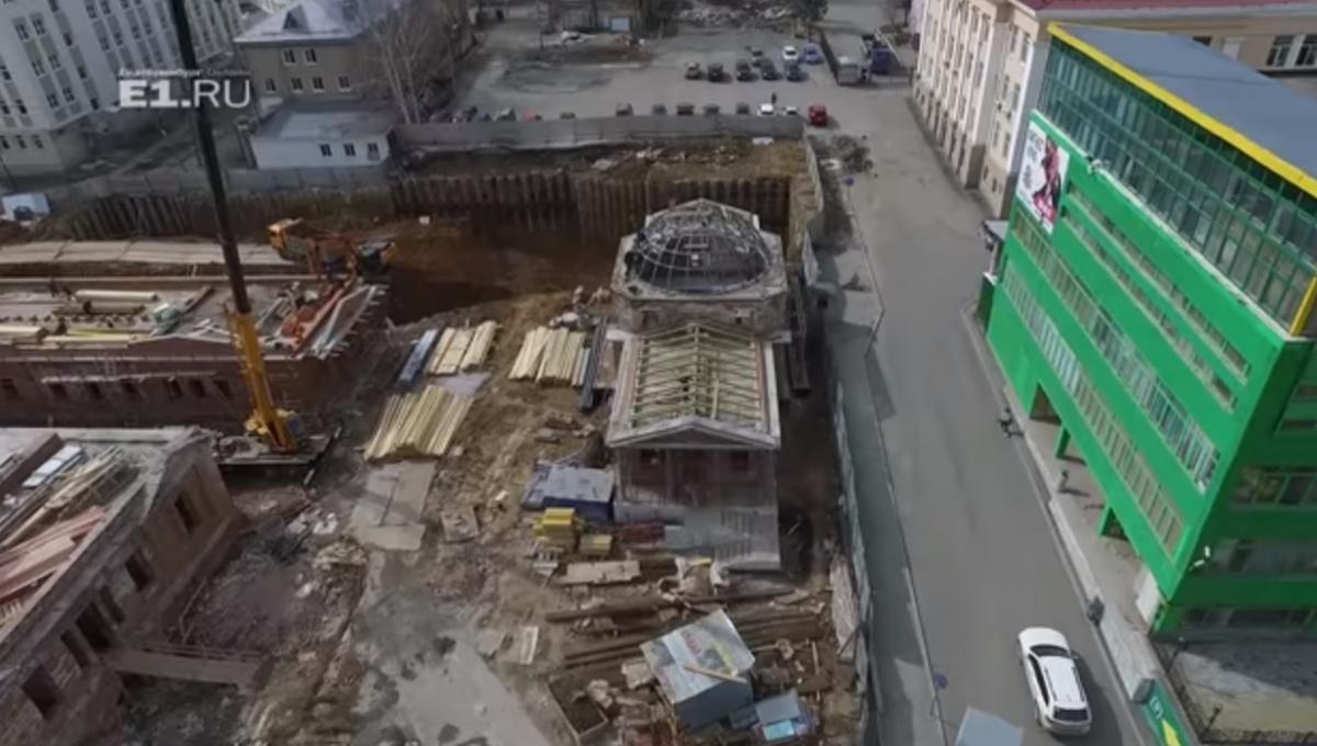 За главным корпусом и павильонами уже готовят глубокий котлован для нового здания