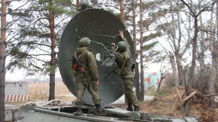 Новосибирские военные получили комплекс, который поможет не терять связь вдали от цивилизации