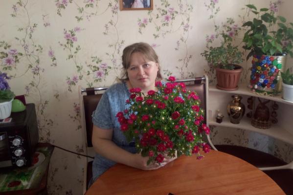 Местная жительница в комментариях цензурно послала чиновников, возмутившись, что её дом несколько лет не могут расселить