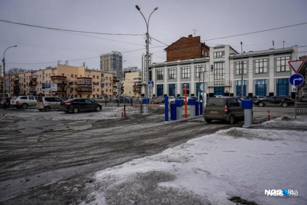 Парковка возле вокзала Новосибирск-Главный