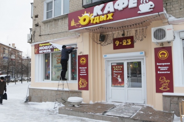 В первую очередь вывески снимают на улицах Кирова и Цвиллинга